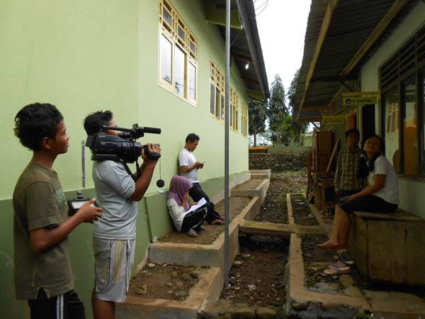 Sabet Juara 1 untuk Dua Film SMP N 4 Satu Atap Karangmoncol Sumbang Hadiah Untuk Masjid