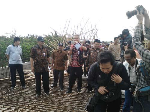Gubernur Jateng Optimis Bandara Wirasaba  2017 bisa diselesaikan