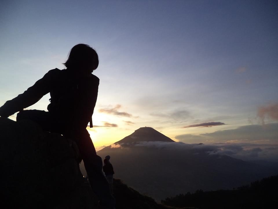 Berburu Matahari Terbit di Bukit Njelir