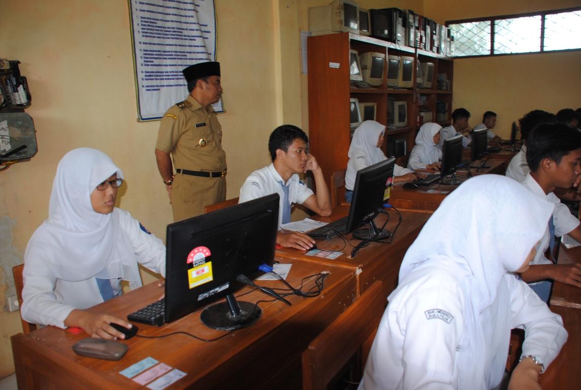 Hari Pertama Pelaksanaan UN SMA/SMK/MA Lancar