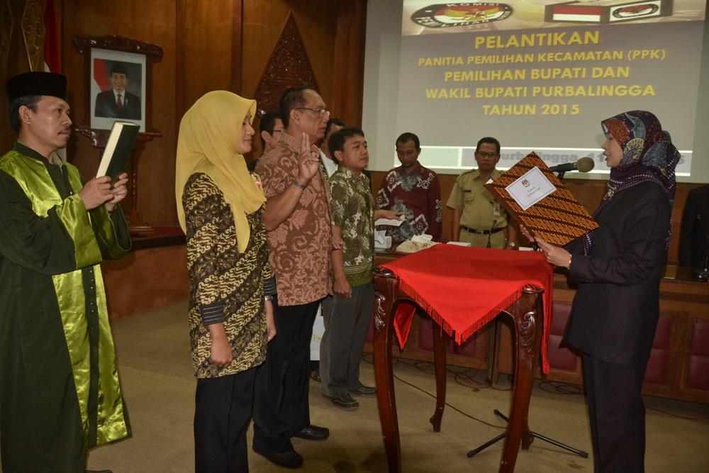 KPU Lantik 90 PPK Pemilihan Bupati dan Wakil Bupati 2015.