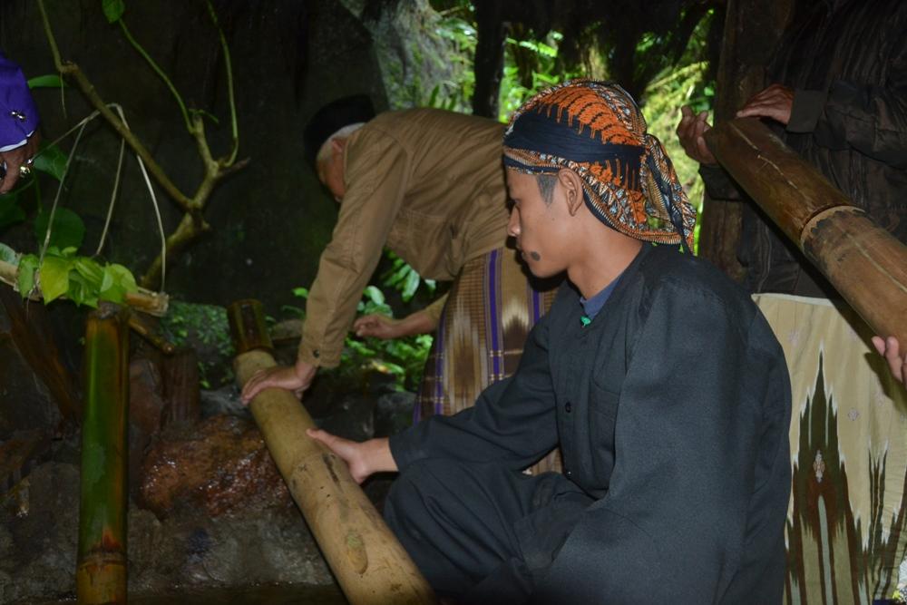 Prosesi Pengambilan Air di Kaki Gunung Slamet Awali FGS I