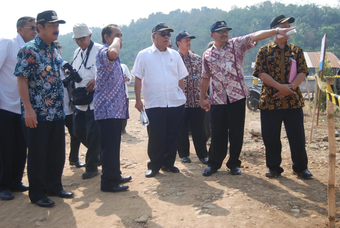 Menteri PU Siap Glontorkan Dana Pembangunan Irigasi Bendung Slinga