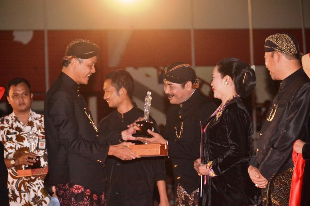 Pj Bupati Purbalingga Juara Festival Busana Tradisional Daerah