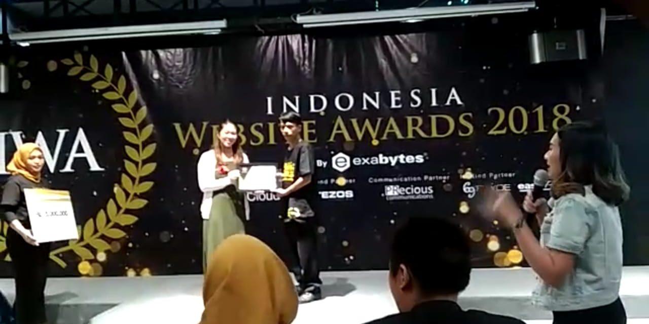 Webiste Desa Karanganyar Terima Anugerah IWA